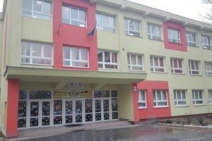 Gymnázium Park mládeže poškodzuje rozhodnutie kraja o redukcii prvákov výrazne najviac spomedzi všetkých košických gymnázií, dokonca ešte aj viac než školy, ktoré figurujú v hodnotení INEKO pod ním.