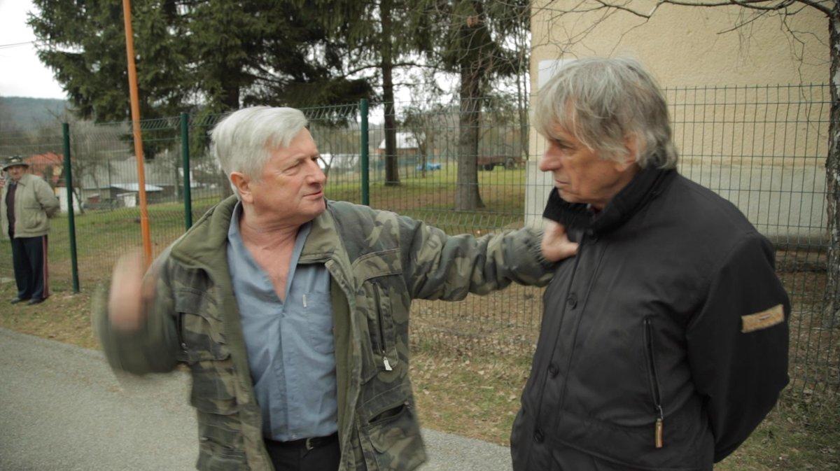 Výtvarník Peter Kalmus a nahnevaný rodák Vasiľa Biľaka. 7ad46a9e0cb