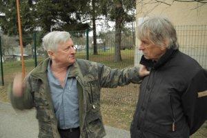 Výtvarník Peter Kalmus a nahnevaný rodák Vasiľa Biľaka.