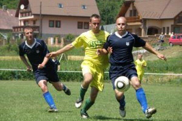 Ilava (v žltom) zdolala nielen Horovce (na snímke),ale vo finále aj domácu Lednicu.
