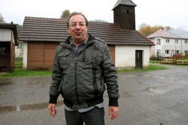 """Doterajší starosta Milan Franko už kandidovať nechcel. """"Mám toho dosť. Bez peňazí sa obec riadiť nedá. Unavuje ma aj apatia ľudí,"""" povedal, s tým, že nemal ani energiu niekoho v dedine presviedčať, aby kandidoval."""