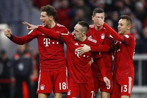 Franck Ribery (druhý vľavo) z Bayernu Mníchov sa teší z gólu so spoluhráčmi v zápase 14. kola bundesligy Bayern Mníchov – 1. FC Norimberg 8. decembra 2018 v Mníchove.