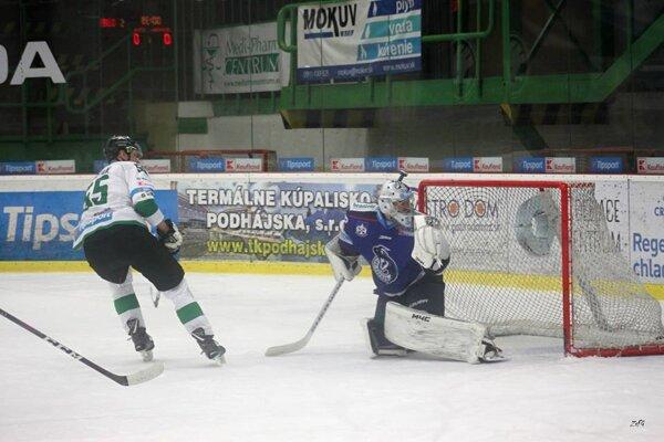 Nešťastným hrdinom zápasu bol Tomáš Urban. Ani jeho hetrik nepomohol Novozámčanom k víťazstvu.