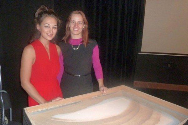 Vľavo Eva Aibazová, výtvarníčka a animátorka, vpravo Eva Ohraďanová, riaditeľka SZUŠ v Liptovskom Hrádku.