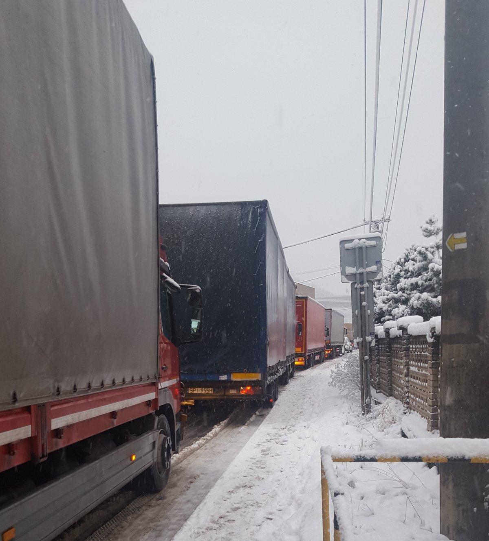 sneženie na Kysuciach komplikuje dopravu - mykysuce.sme.sk 8ee59206f65