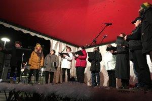 V Handlovej vlani odzneli koledy v úžasnom podaní zboru Artanno. Vianočnú atmosféru do Handlovej prinesú aj tento rok.