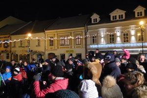 Plné námestie na koledách v Poprade.