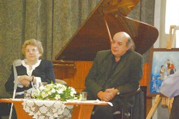 Autor Teodor Križka a ilustrátorka Zuzana Vaňousová počas besedy o novej knihe.