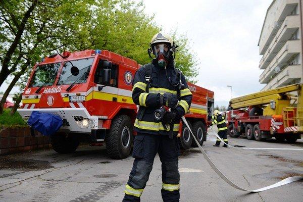 Špeciálne vozidlá na zásahy pri lesných požiaroch a povodniach. Dve vozidlá majú v garáži liptovskomikulášski hasiči, jedno je v Liptovskom Hrádku.