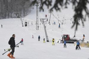 Od soboty sa už na Jahodnej dá lyžovať.