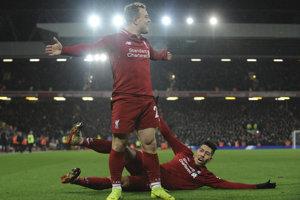Xherdan Shaqiri a Roberto Firmino sa radujú po jednom z gólov.