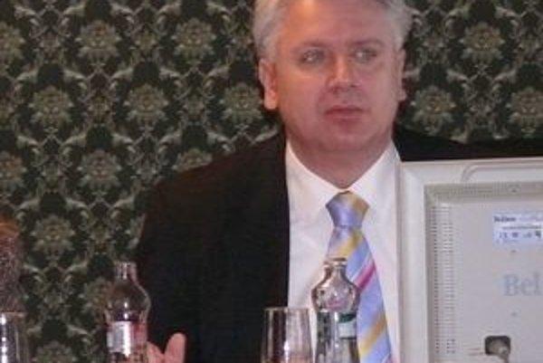 Zo zastupiteľstva. Primátor Marián Michalec vysvetľuje dôvody neskorej splátky.