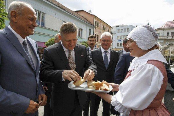Vláda absolvovala už 15. výjazd do slovenských regiónov. V stredu 24. júna sa zaoberala sociálno-ekonomickou situáciou okresov Ružomberok a Liptovský Mikuláš. Ministri zasadli v priestoroch Kultúrneho domu Andreja Hlinku v Ružomberku. Ich hostiteľom bol p