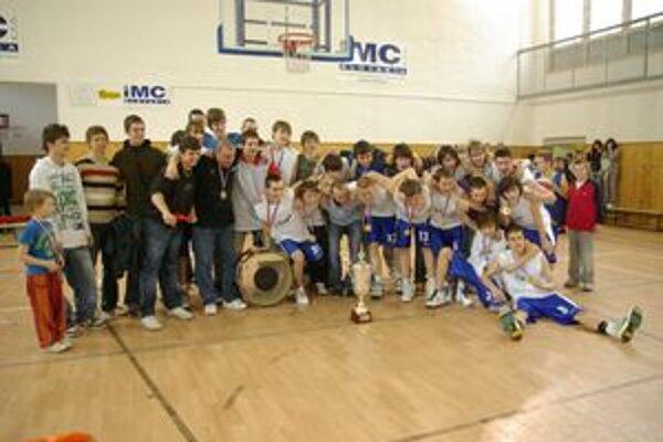 Fanúšikovia vytvorili basketbalistom - kadetom skvelú atmosféru, za čo sa im odmenili titulom.