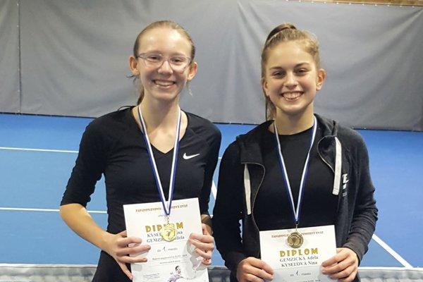 Nina Kyseľová (vľavo) a Adela Gemzická získali titul.