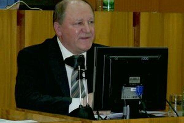 Primátor Miroslav Adame pozastavil platnosť ďalšieho uznesenia. Dnes sa vec prerokováva v mestskej rade.