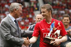 Ole Gunnar Solskjaer (vpravo) a legendárny tréner Manchestru United Sir Alex Ferguson.