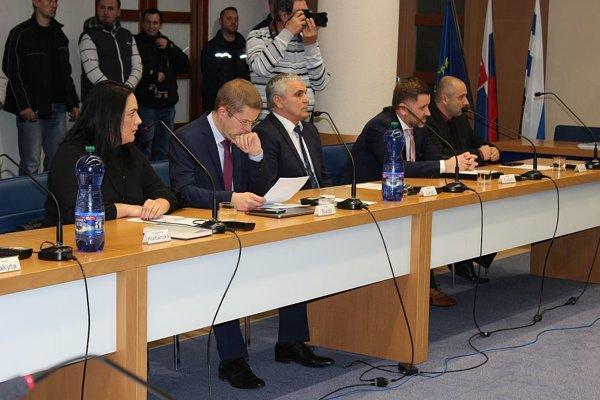 Na ustanovujúcom zasadnutí zastupiteľstva v Dubnici nad Váhom.