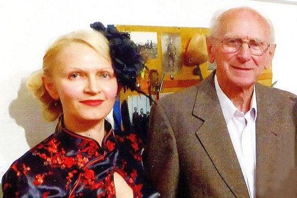 Deväťdesiatnik Karol Komandera za umením cestuje aj mimo región. Zúčastnil sa napríklad vernisáže výtvarníčky Gabriely Melleg v Poprade.