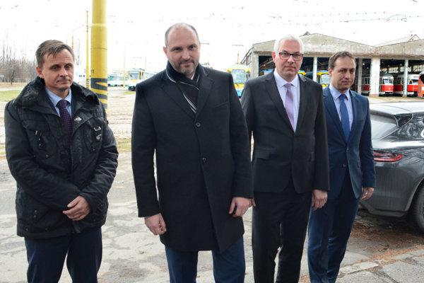 Primátor s novým vedením DPMK.