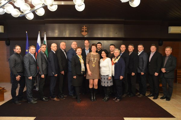 Sninskí poslanci sa na prvom pracovnom rokovaní zvečnili.