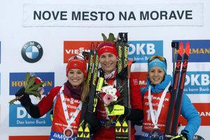 Zľava Paulína Fialková, Anastasia Kuzminová a Anais Chevalierová.