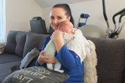 Monika so zdravým bábätkom.