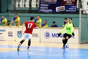 V prvom zápase dnešného programu Nevidzany B porazili Lukáčovce 6:3.
