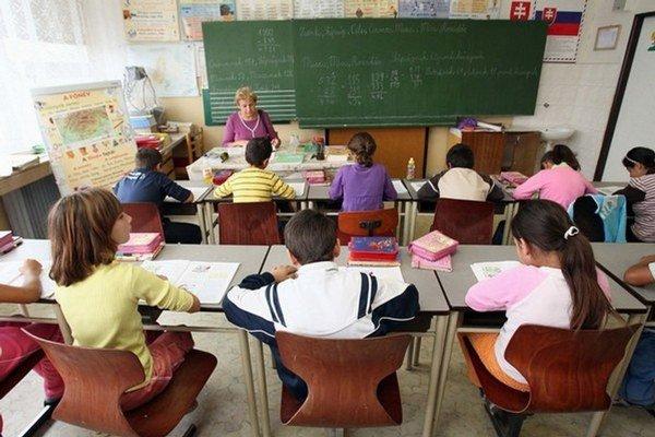 Zo štrajku vystúpili zamestnanci Základnej a materskej školy v Liptovských Revúcach.