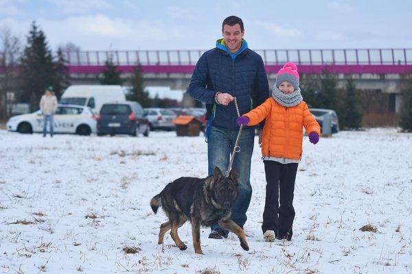 Milovníci psov urobili štvornohým miláčikom z popradského útulku krajšie Vianoce.