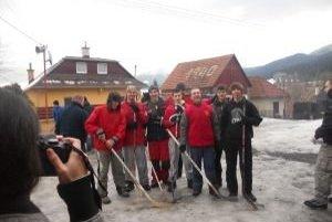 V Liptovských Kľačanoch usporiadali hokejový turnaj tretí raz. Zúčastnilo sa ho až šesť družstiev z okolia.