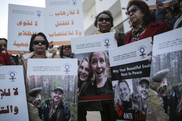 Maročanov brutálna vražda dvoch turistiek pobúrila. Sústrasť prišli vtedy vyjadriť aj pred dánske veľvyslanectvo v Rabate.