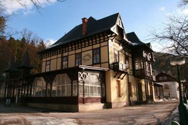Kollárov dom reprezentuje najstaršiu etapu výstavby. Spolu s grandhotelom sa nachádzali v centrálnej časti vtedajších kúpeľov.  V roku 1921 sa v ňom zišli strany sociálnodemokratickej a marxistickej ľavice. Prijali myšlienky Komunistickej internacionály a