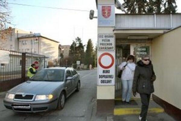Vojenská nemocnica, ktorá patrí medzi najväčších zamestnávateľov v okrese, ďalšie hromadné prepúšťanie neplánuje.