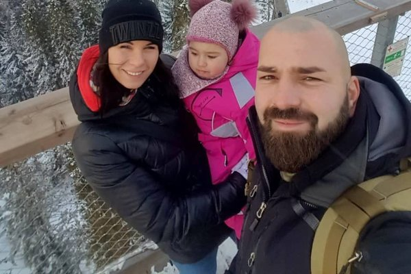 Tetyana Fiľková-Trehubová s dcérkou Arinkou a manželom Lukášom.