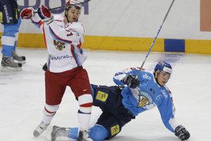 Oleg Saprykin (vľavo) si v minulosti obliekal aj dres ruskej hokejovej reprezentácie.