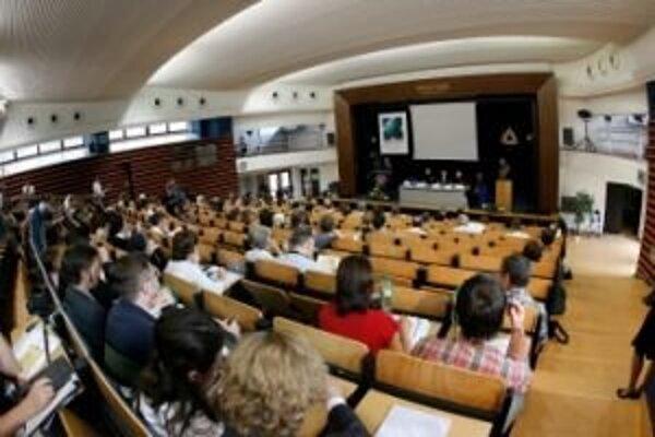 Na Katolíckej univerzite v súčasnosti študuje viac ako sedem tisíc študentov na štyroch fakultách.