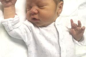 Ľubici a Milanovi Dúbravským zo Žemberoviec sa narodil 12. decembra druhorodený synček MARKO. Chlapček po narodení meral 50 cm a vážil 3,15 kg. Z bračeka má veľkú radosť 9-ročná Emmka.
