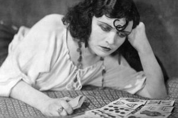 Pola Negri, nazývaná aj femme fatale nemého filmu. Vlastným menom Barbara Apolonia Chalupcová.
