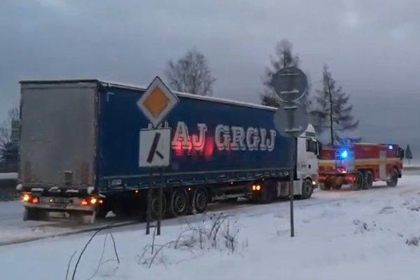 Jeden z kamiónov, ktorý spôsobil kolóny.