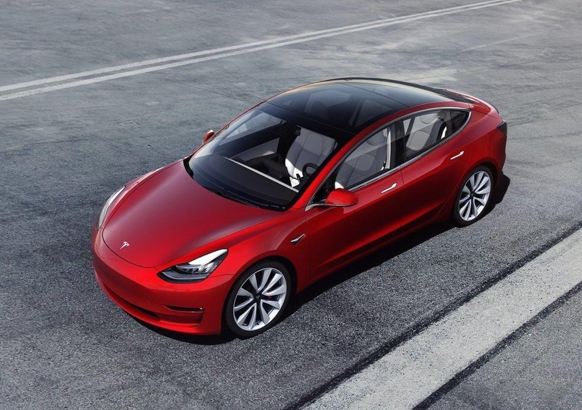 60f93f8dbc Tesla spustila v Európe predaj Modelu 3. Koľko stojí a čo ponúka