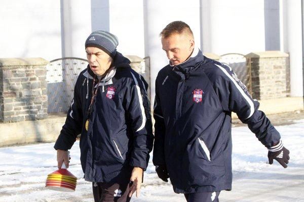 Karol Praženica (vpravo) mal dnes prvý pracovný deň v Zlatých Moravciach. Vľavo asistent (kondičný tréner) Milan Ivanka.