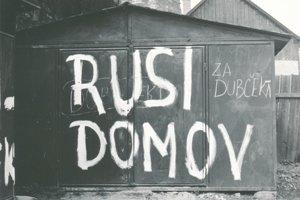 Jedna z fotografií Eleny Košúthovej z augusta 1968 v Leviciach.