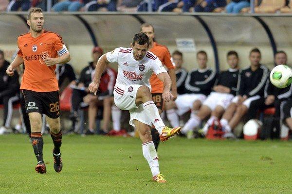 Futbalisti MFK Ružomberok vyhrali v Trenčíne 1:0.