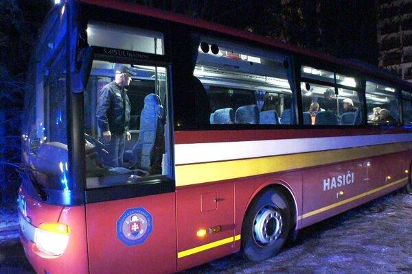 Na mieste bol aj evakuačný autobus.(Ilustračné foto)