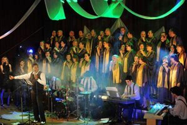 Počas koncertu sa predstavil aj novodubnický zbor.