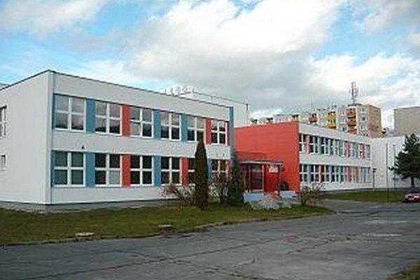 Výtržníci zničili niekoľkoročné úsilie žiakov školy v priebehu pár hodín.