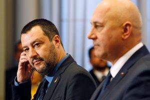 Taliansky minister vnútra Matteo Salvini (vľavo) a jeho poľský rezortný kolega Joachim Brudzinski.