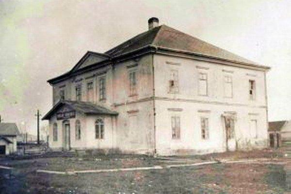 V knihe Palúdzka, história obce, nájde čitatelia aj dobové fotografie. Takto vyzerala verejná nemocnica.