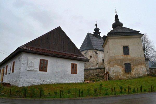 Budova v centre Liptovského Jána mala podľa prvotného plánu slúžiť na propagáciu jaskýň, no zámer sa zmenil a výsledkom je Podzemie pod vežami alebo inak aj Príbeh mince.